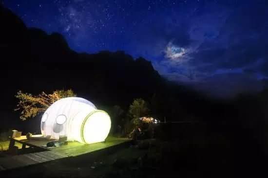 四川甘孜燕子沟气泡酒店