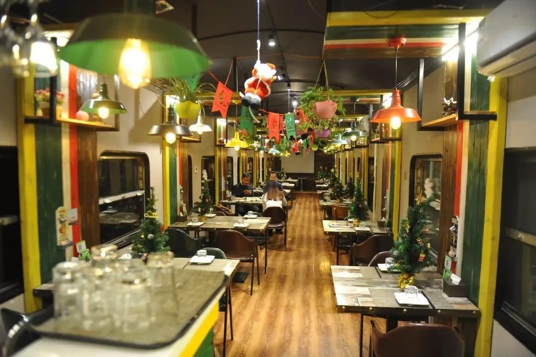 高档西餐火车厢酒店,火车厢餐厅(废旧绿皮火车厢改造)