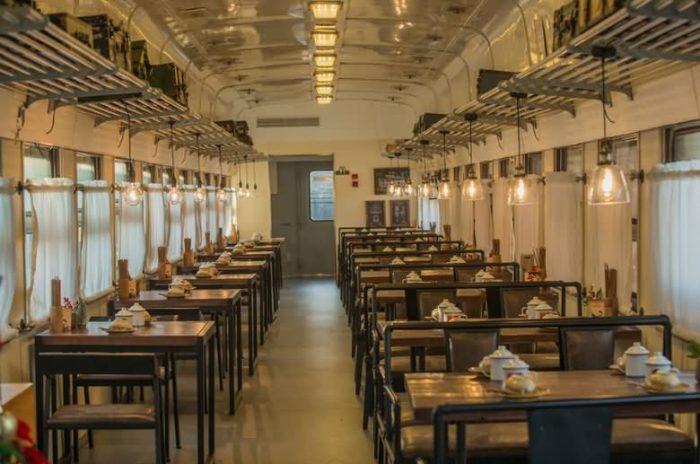 儿童乐园式火车厢酒店,火车厢餐厅(废旧绿皮火车厢改造)