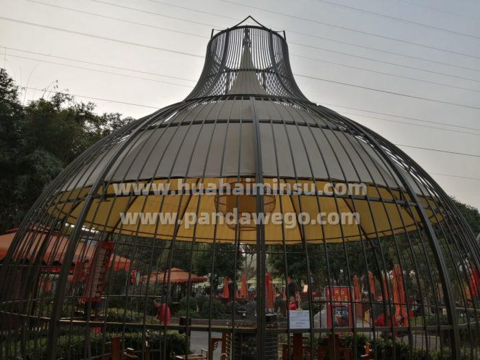 风格各异的鸟巢球形帐篷